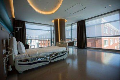 instalaciones confortables en clínica para trasplante capilar en Turquía