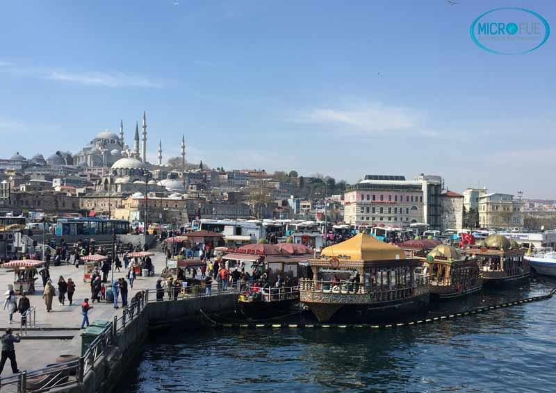 barcos_bosforo_Estambul_trasplante_de_pelo_Turquia_Microfue